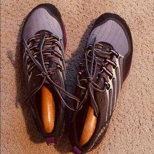 EUC—Women's Lithe Glove Dark Shadow Sneakers